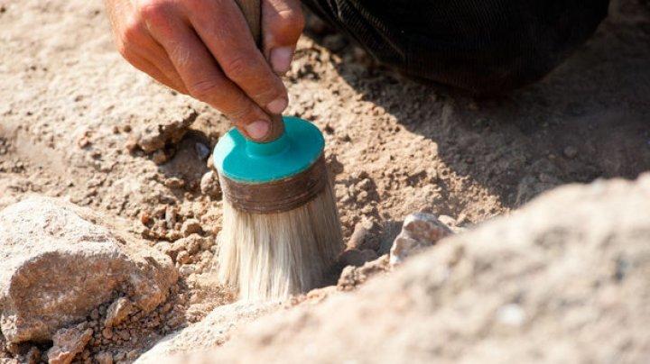 Археологи из Англии обнаружили самый старинный цветной мелок