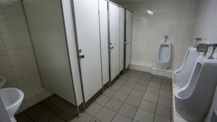 Парень заснял секс со школьницей в туалете фастфуда и выложил в Сеть