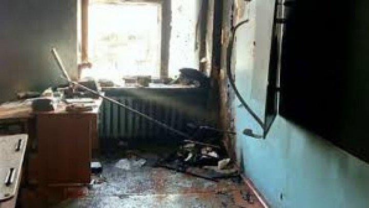 В Бурятии подросток напал на школу с топором и поджег класс, есть пострадавшие (видео)