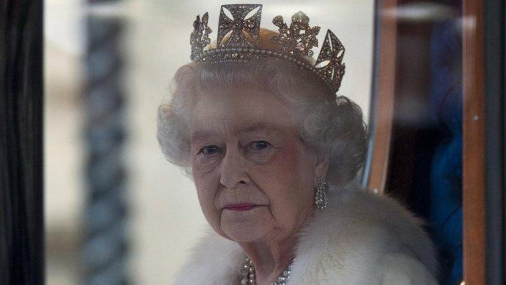 Елизавета II рассказала о тяжести монаршей короны