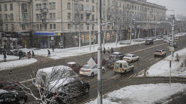 Молдову засыпает снегом: Publika TV открыла горячую линию в связи с непогодой