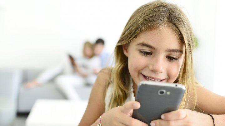 Найден эффективный способ отучить детей от смартфона