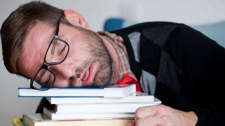 Врачи: частая потребность в сне посреди дня свидетельствует о нездоровье