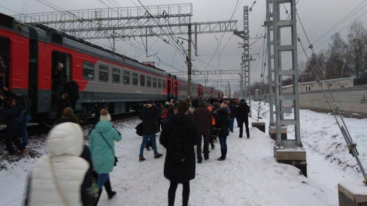 В Москве загорелась электричка с тысячей пассажиров: фото