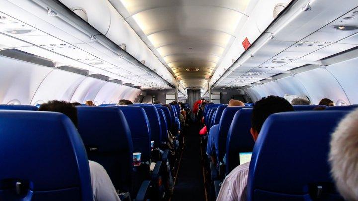 Закурившая на борту самолета Москва-Дубай пыталась прорваться в кабину пилотов