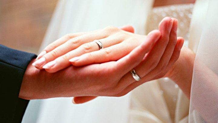Внучка Елизаветы II показала помолвочное кольцо с сапфиром цвета лотоса