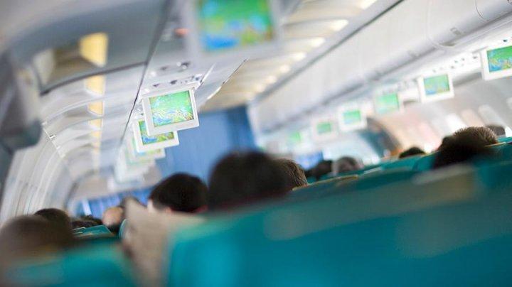 Пассажир в США «перепутал» рейсы и покинул самолет по надувному трапу