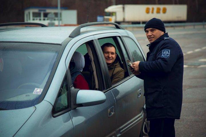 """""""Путешествуй с любовью"""": пограничники поздравили туристов с Днём святого Валентина (фото)"""