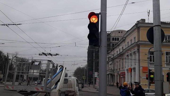 В День всех влюблённых на столичных светофорах зажгутся сердечки: фото