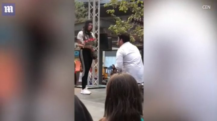 Девушка отказалась от предложения руки и сердца на глазах у десятков свидетелей (видео)