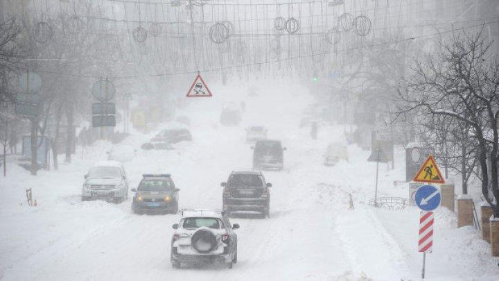 В Украине часть дорог закрыты из-за снегопада