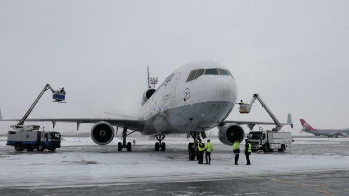 В московских аэропортах из-за непогоды задержано более 70 рейсов