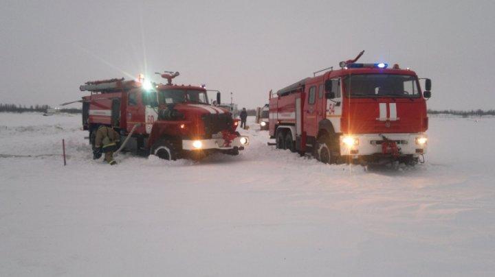 Более 150 спасателей работают на месте крушения Ан-148 в Подмосковье