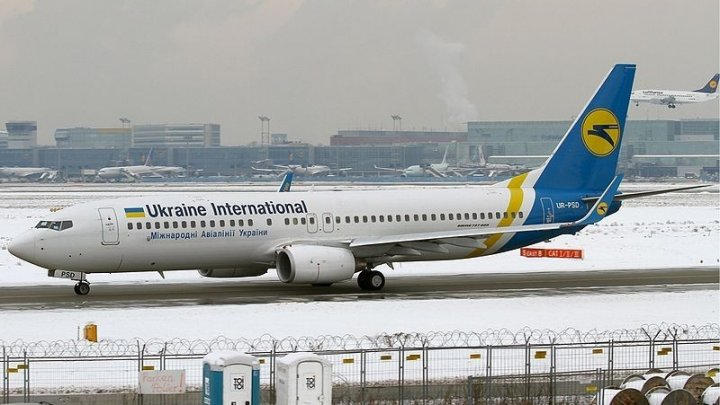 Украинский лайнер совершил жёсткую посадку в Тбилиси