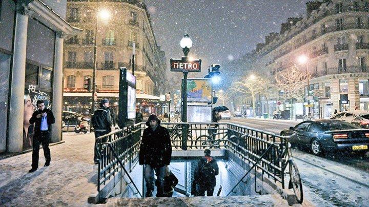 Снегопад в Париже привел к перебоям в работе метро