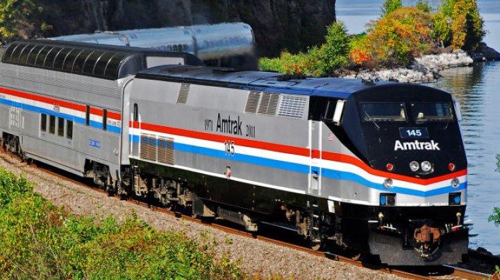 Часть вагонов поезда отцепилась на скорости 200 километров в час в США