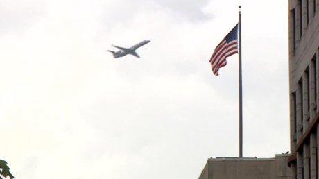 В США террорист протаранил ворота авиабазы на горящем автомобиле