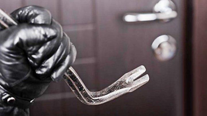 В Фалештском районе задержали троих мужчин за регулярное ограбление домов и магазинов