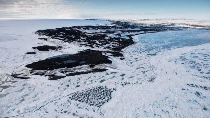 На Финском заливе спасли двух мужчин, провалившихся под лед на снегоходе