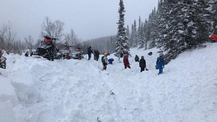 Более 10 автомобилей накрыло снежной лавиной на горнолыжном курорте в Приэльбрусье