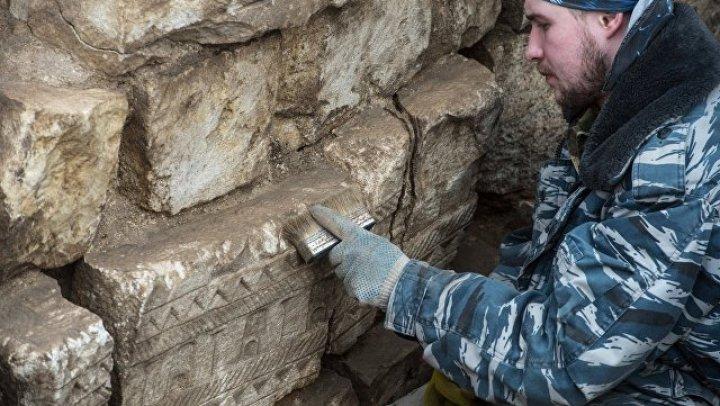 Археологи нашли 140 артефактов на раскопках в центре Москвы