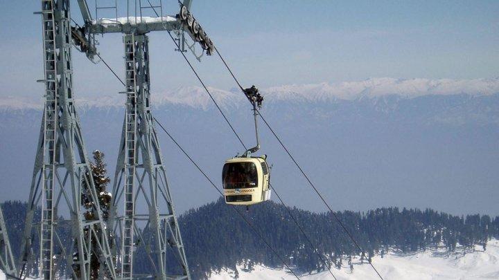 На горнолыжном курорте Приэльбрусье закрыли канатные дороги из-за опасности схода лавин