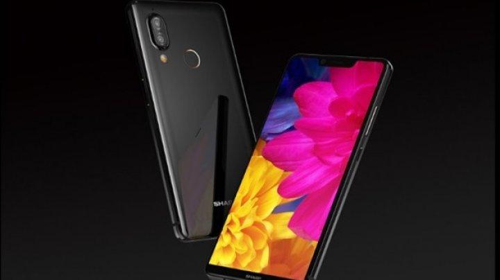 Sharp представила смартфон-двойник iPhone X