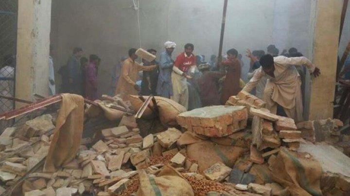 В Пакистане 13 человек погибли при обрушении крыши склада