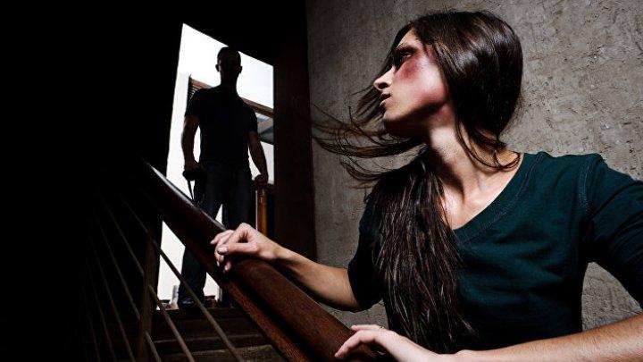 Житель Подмосковья три месяца держал знакомую в рабстве и насиловал её