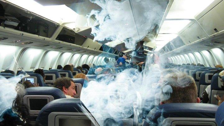 В Волгограде экстренно сел самолет из-за закурившего пассажира