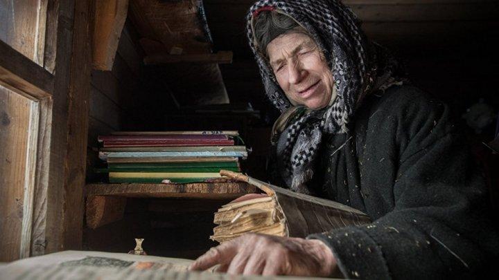 Отшельница, похоронившая в лесу всех родных людей 30 лет назад, рассказала о жизни в тайге