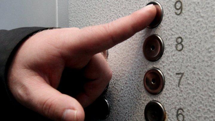 Грузовой лифт с рабочими упал в шахту в Подмосковье