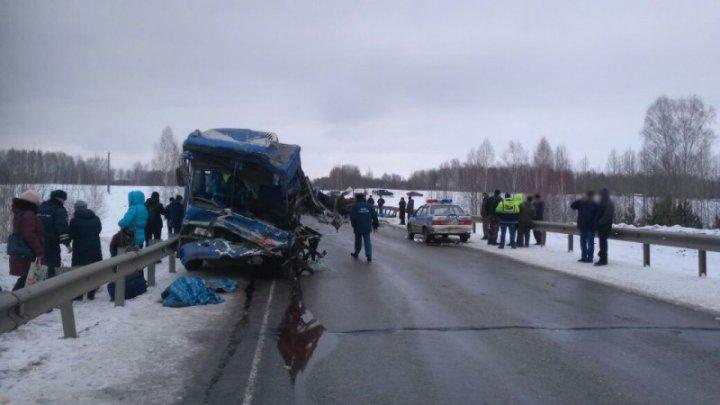 Двое погибли и 12 пострадали в ДТП с автобусом и КамАЗом в Томской области