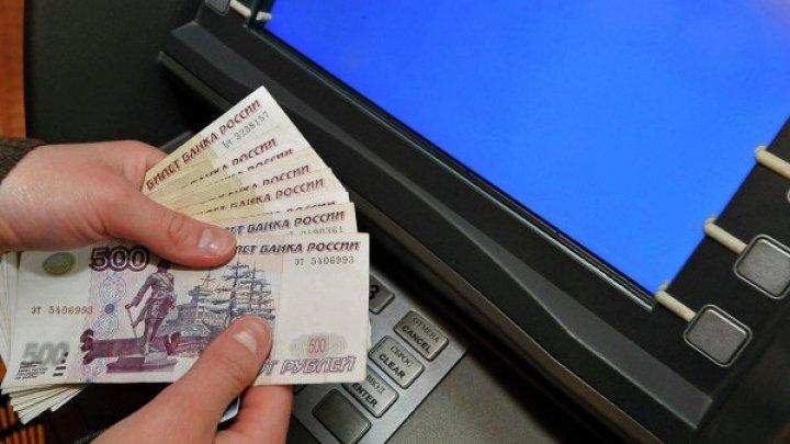 Школьника, вернувшего ошибочно выданные банкоматом 300 тысяч, наградили