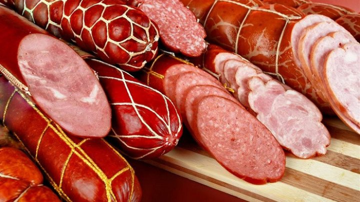 В России продавщица украла из магазина колбасы на миллион рублей