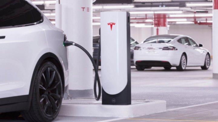 Tesla отзывает более 120 тысяч автомобилей