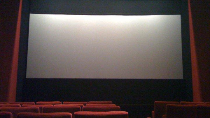 Британец застрял в кресле кинотеатра и умер из-за паники
