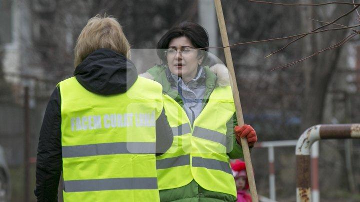 Сильвия Раду приняла участие в генеральной уборке Кишинева: фоторепортаж