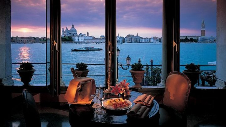 Легендарный отель в Венеции предлагает номера по 4 евро за ночь