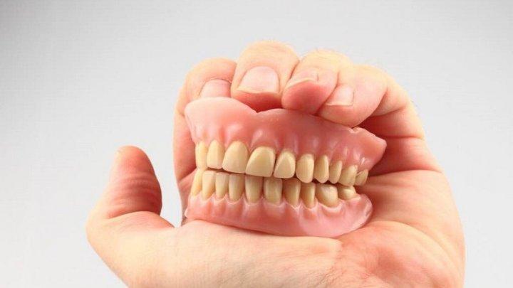 Ученые: женщины расплачиваются за детей зубами