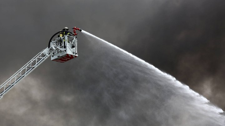 В Германии пожар вспыхнул в многоквартирном доме, 14 человек пострадали