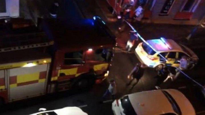 В Великобритании автомобиль врезался в здание ночного клуба, пострадало 13 человек