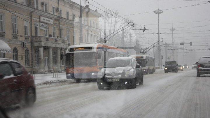 Как обстоит ситуация на дорогах страны после снегопада: фоторепортаж