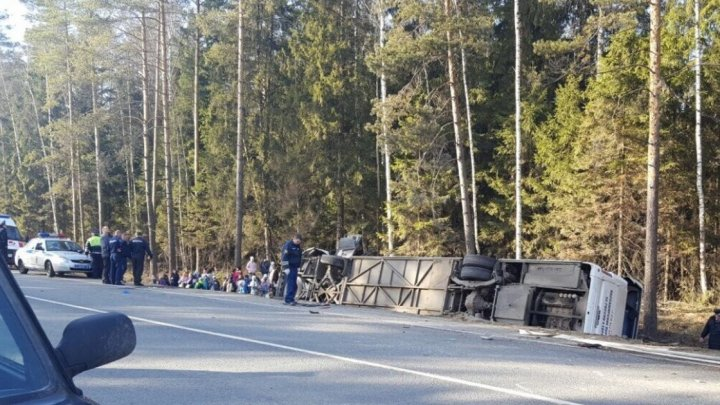 Опубликовано первое видео с места аварии автобуса с 40 детьми под Москвой