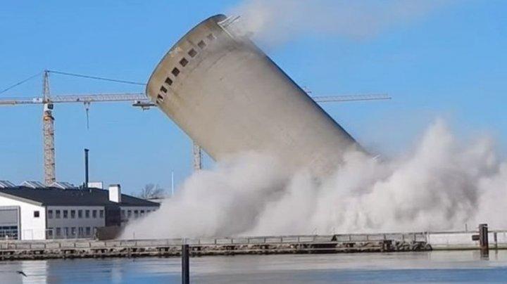 В Дании башня рухнула на библиотеку при попытке сноса