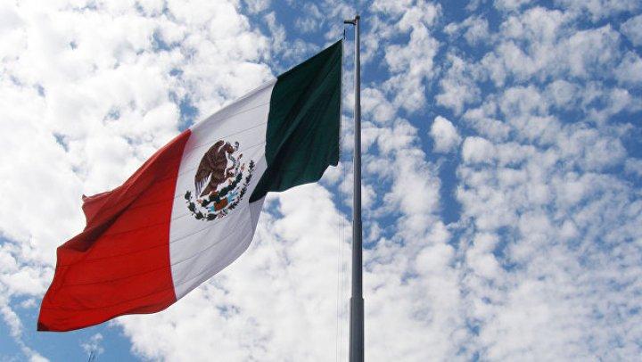 В Мексике выигранный в лотерею автомобиль закопали в землю на 50 лет