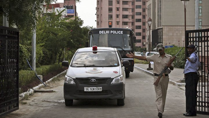 В Индии членов парламента задержали за сидячую забастовку у резиденции Моди