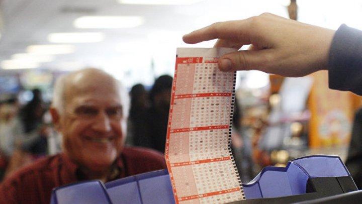 Житель США выиграл в лотерею 521 миллион долларов