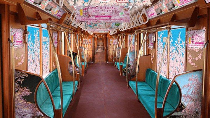 В Токио появились необычные поезда с цветущей сакурой