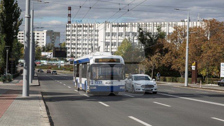 Жители столицы рассказали о движении транспорта в первый день Радоницы